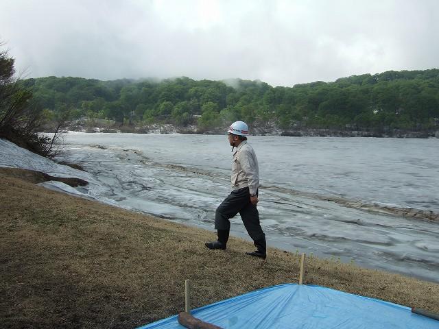 県中学校校長会研究協議会  野々海池の堤亀裂